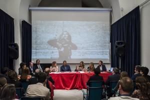 Foto di Massimo Cuomo - Shara - tavolo conferenza